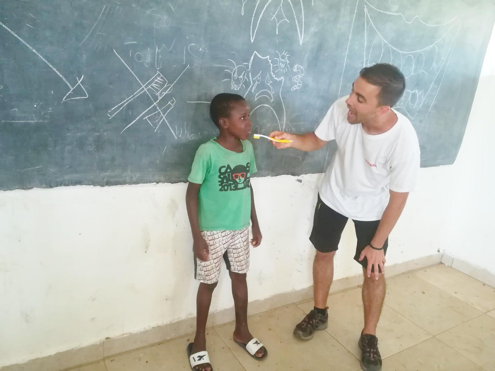 L'Odontologia Solidària mou somriures a Gàmbia